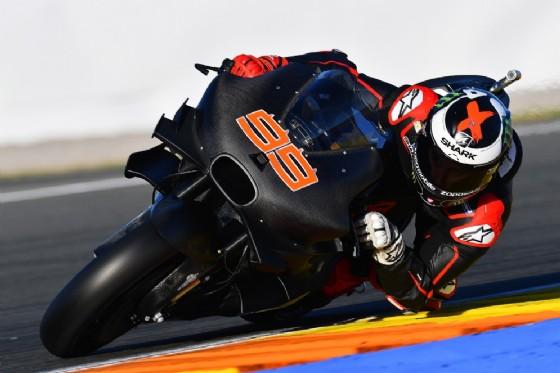 Jorge Lorenzo in pista nei test con la sua nuova Ducati (© Michelin)