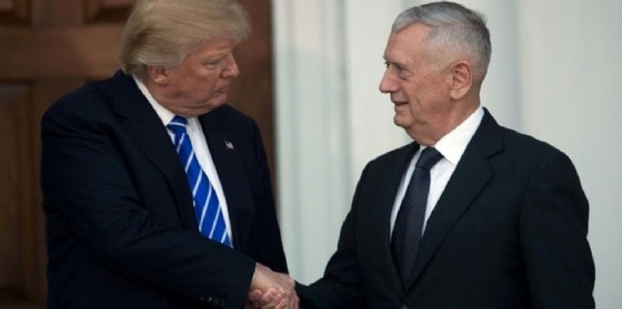 Il presidente eletto Donald Trump con l'ex generale e nuovo capo del Pentagono James Mattis. (© Getty / AFP /File)