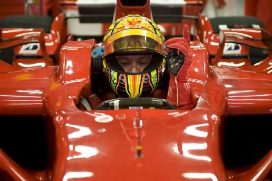 Valentino Rossi nell'abitacolo della Ferrari