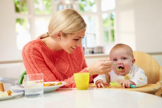 Svezzamento, il pediatra risponde ai dubbi delle mamme (© Monkey Business Images | shutterstock.com)