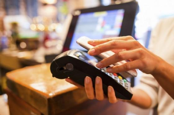 Addio contanti, lo shopping di Natale si fa in contactless (© Credits photo courtesy of Visa)
