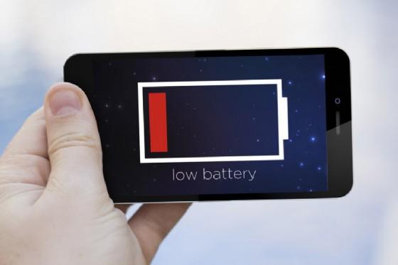 Smartphone, inventata una batteria che dura 12 anni prima di ricaricarla