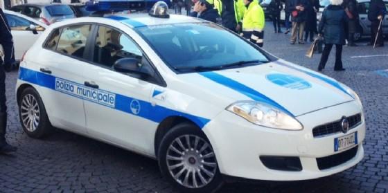 Intervento della Polizia locale in via Chiusaforte (© Diario di Udine)