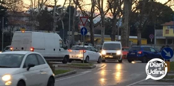 Incidente in viale XXIII marzo blocca il traffico (© Diario di Udine)