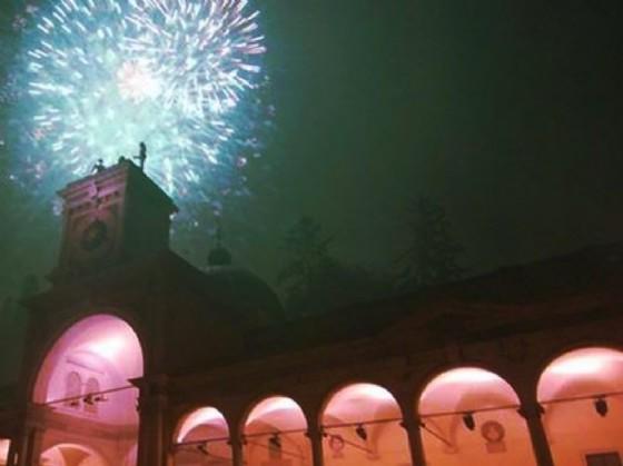 Un'immagine di fuochi d'artificio in centro a Udine (© Comune Ud)