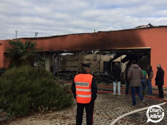 Il Catas distrutto dall'incendio (© Diario di Udine)