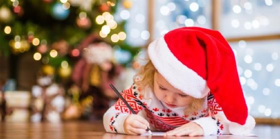 Quanto è importante credere a Babbo Natale & C? Lo abbiamo chiesto all'esperta (© AdobeStock | Ermolaev Alexandr)