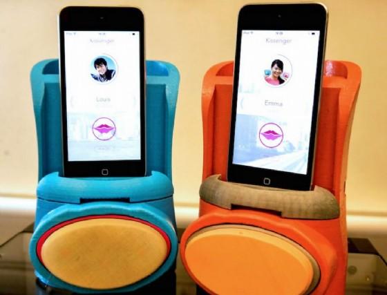 Kissenger, il device per i baci a distanza (© Kissenger)