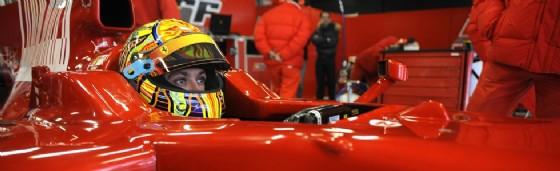 Valentino Rossi al volante della Ferrari F2008 (© Ferrari)