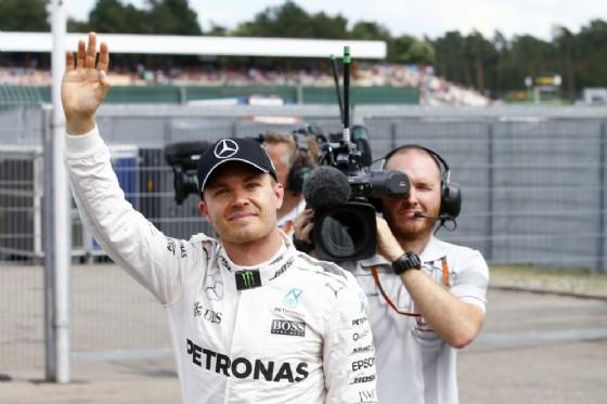 Nico Rosberg saluta (© Mercedes)