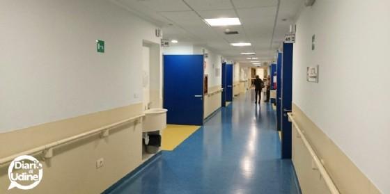 Una delle corsie dell'ospedale di Udine