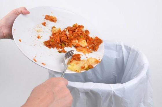Avanzi di cibo, non buttiamoli ma ricicliamoli (© simez78   shutterstock.com)