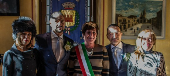 Fabio e Stefano nella cerimonia con il sindaco Laura Marzi (© Comune Muggia)