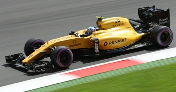 Jolyon Palmer al volante della Renault (© Red Bull)