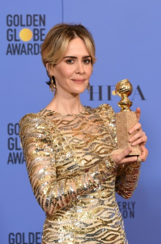 Sarah Paulson poses with the award for Best Actress in a Mini-Series for her role in «The People vs. O.J. Simpson,» in the press room at the 74th annual Golden Globe Awards, at the Beverly Hilton Hotel in Beverly Hills, California, on January 8, 2017