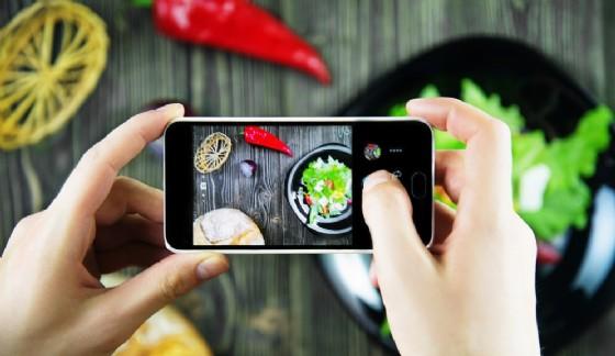 Im2Calories, l'app di Google che conta le calorie dalle foto del cibo (© Shutterstock.com)