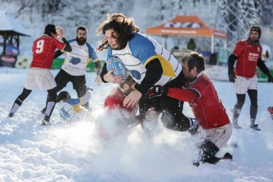 Lo spettacolo dello Snow Rugby a Tarvisio (© Snow Rugby)