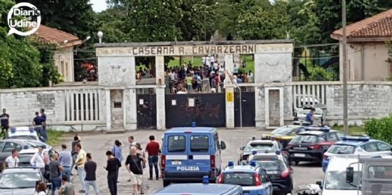 Controlli alla caserma Cavarzerani (© Diario di Udine)