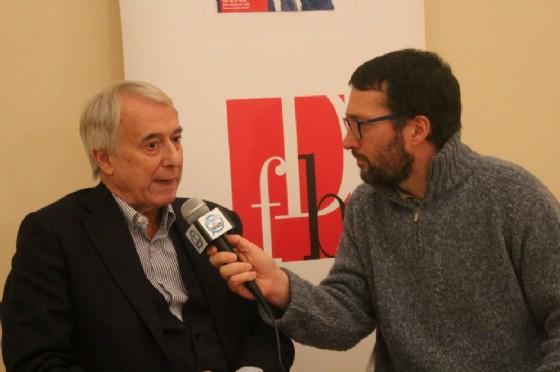 Pisapia intervistato dal giornalista Paolo La Bua (foto Cavallo)