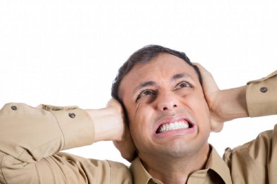 Misofonia, non si sopportano suoni come il masticare o il respirare di un altro (© pathdoc | shutterstock.com)
