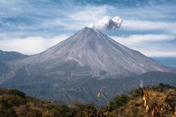 Il vulcano Colima in Messico (© Jose de Jesus Churion Del | shutterstock.com)