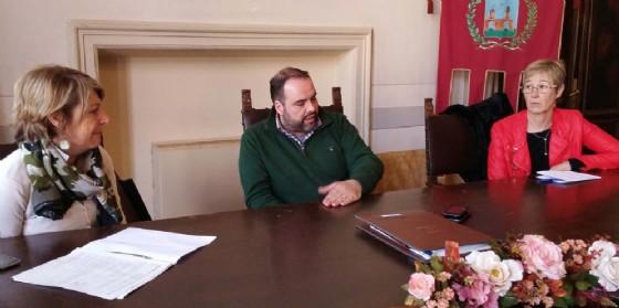 Il sindaco Buzzi con l'assessore Tedesca in municipio (© Regione Friuli Venezia Giulia)