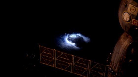 Il Blue Jet fotografato dall'ISS