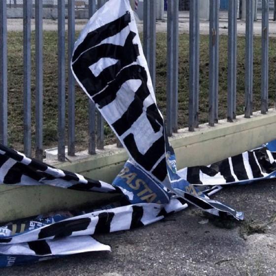 Distrutto uno striscione dedicato a Furlan (© Diario di Udine)