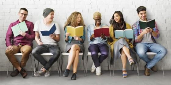 All'Informagiovani viene presentato ''Scintilla e mattone'' rivolto a giovani disoccupati (© Adobe Stock)