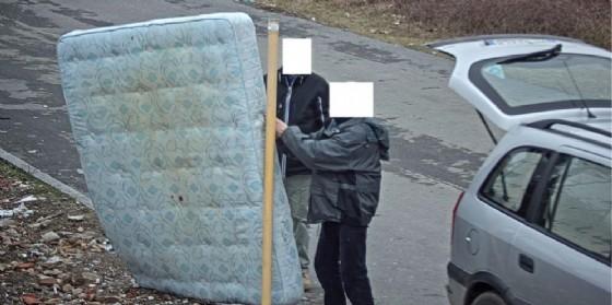 Le immagini tratte dalla registrazione delle telecamere del centro