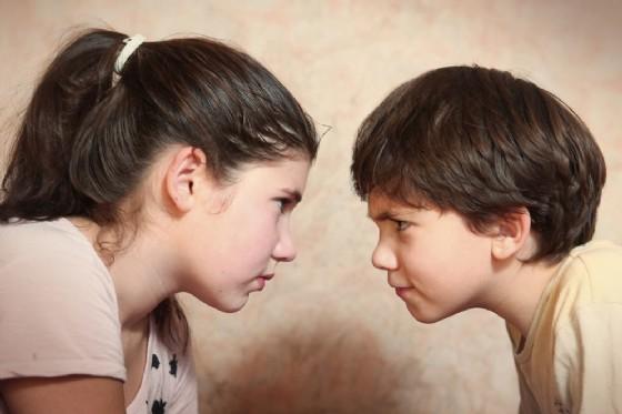 Fratelli: il primogenito sarebbe più intelligente del secondo (© Lapina | shutterstock.com)