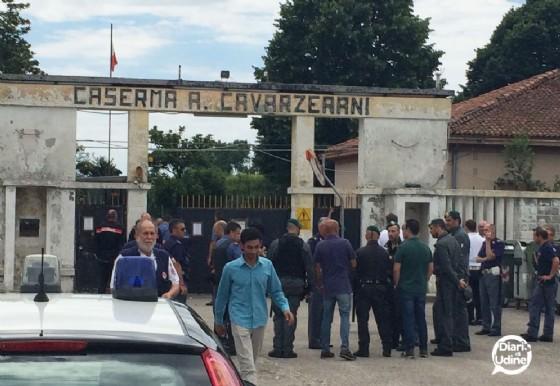 L'ingresso della caserma Cavarzerani (© Diario di Udine)