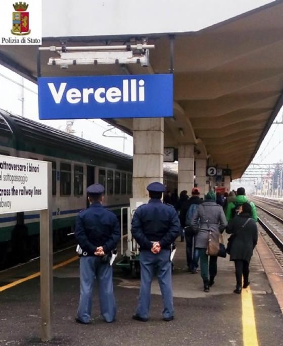 Agenti della Polizia di Stato (© Polizia di Stato Vercelli)