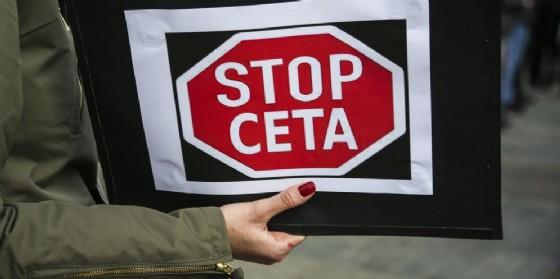 Un cartello di protesta contro il Ceta. (© Bee Zee Photo / Shutterstock.com)