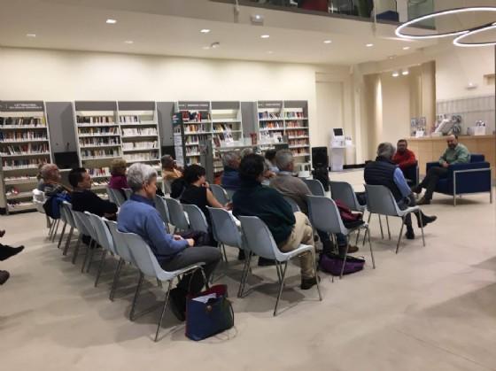 Parte del pubblico presente in biblioteca