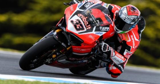 Marco Melandri in azione sulla sua Panigale R nei test di Phillip Island (© Ducati)