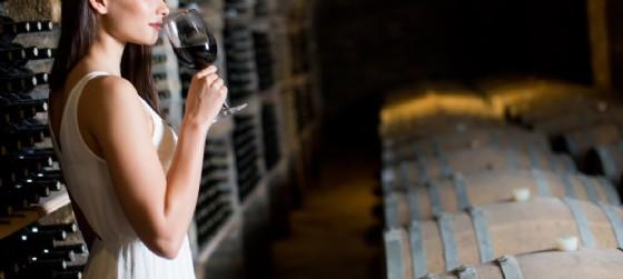 Gusti Di Vini ... in cantina: corso di degustazione e avvicinamento al vino (© AdobeStock | Boggy)