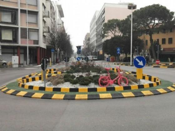 A Pordenone in attesa del Giro spuntano le biciclette rosa