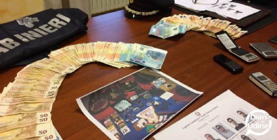 Il materiale sequestrato dai carabinieri (© Diario di Udine)