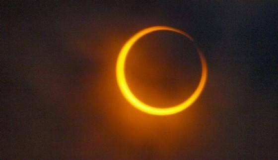 Un'eclissi anulare (© Bassaparola)