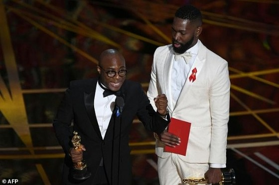 «Moonlight» director Barry Jenkins was one of several nominees to sport a blue ribbon in support of the American Civil Liberties Union, the rights lobby that has been stridently fighting the Trump administration in court