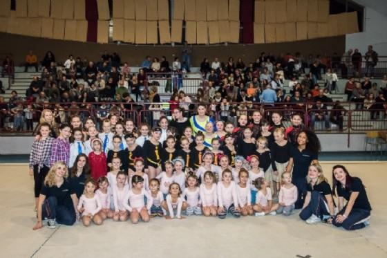 La squadra di ginnastica ritmica al saggio 2016 (© APD Pietro Micca)