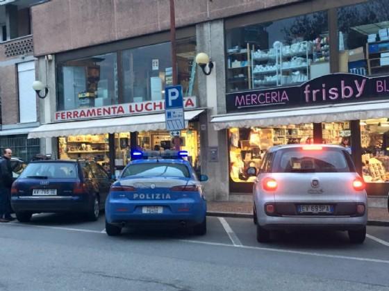 Polizia in via Delleani (© Diario di Biella)
