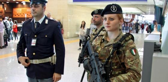 Forze dell'ordine all'aeroporto di Fiumicino.