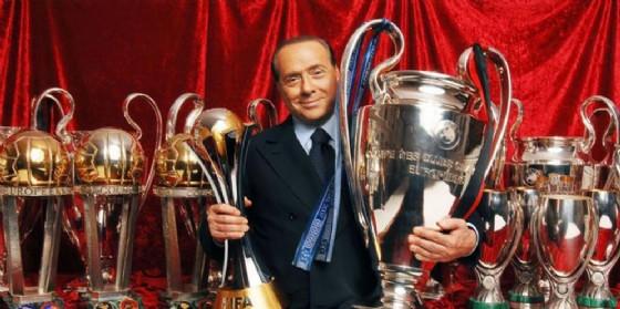 Il presidente Berlusconi con tutti i suoi trofei rossoneri (© ANSA)