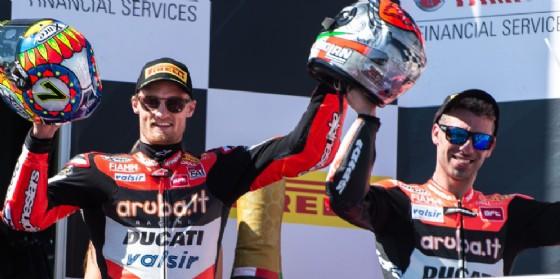 Chaz Davies e Marco Melandri sul podio di gara-2 a Phillip Island (© Ducati)