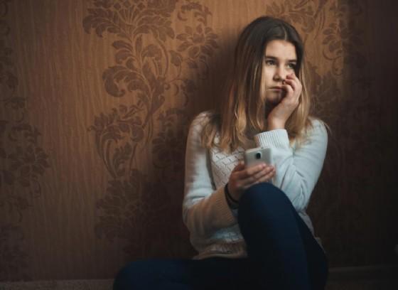 Più di 3 milioni le donne vittime di stalking online (© Burdun Iliya | shutterstock.com)