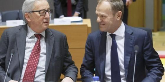 Il presidente della Commissione europea Jean-Claude Juncker e il presidente del Consiglio Ue Donald Tusk. (© OLIVIER HOSLET | EPA)