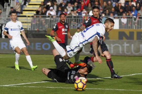Il portiere brasiliano Gabriel in azione contro l'Inter