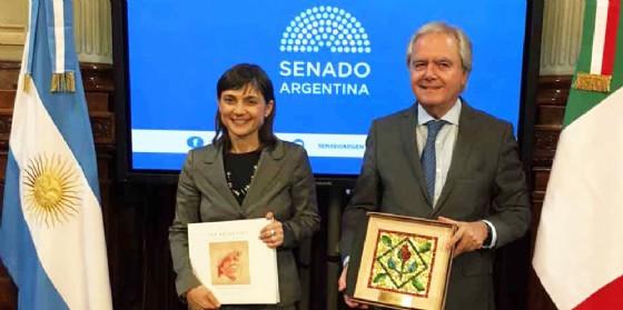 Debora Serracchiani durante la sua visita in Argentina (© Regione Friuli Venezia Giulia)